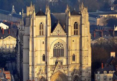 Louis XX : « Une cathédrale qui brûle c'est avant tout un chemin vers Dieu, vers l'Espérance et vers le Salut des hommes qui se brouille »