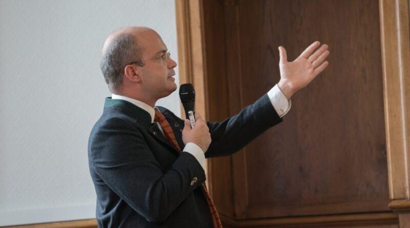 « L'enseignement des médailles dédiées au Comte de Chambord » par Matthias Martin, maître de conférences en droit privé à l'Université de Limoges