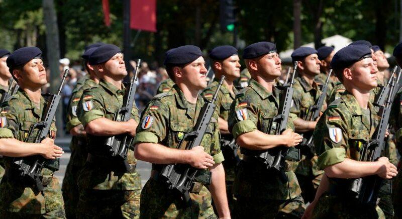 Que penser des tribunes de militaires ?