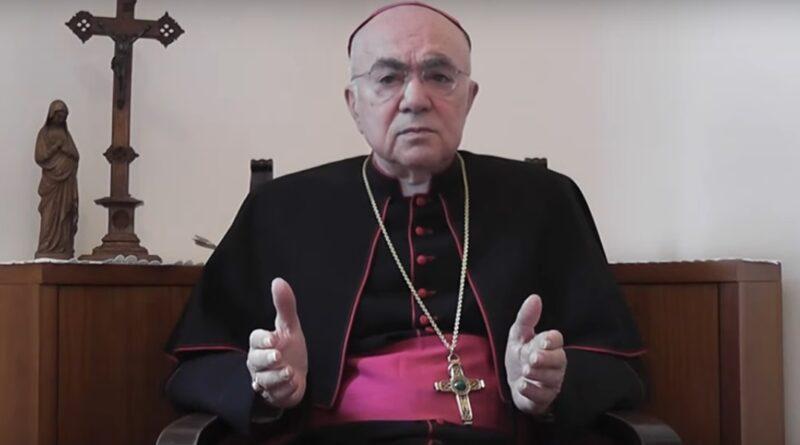 Mgr Vigano en habit épiscopal